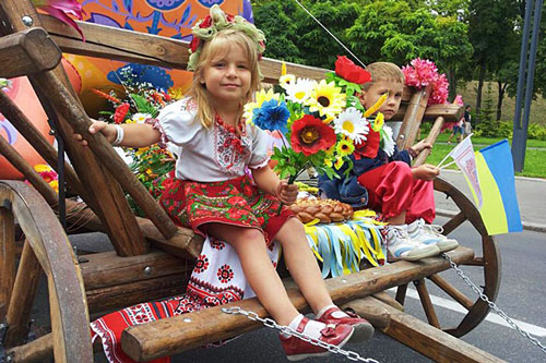 Парад вышиванок во Львове